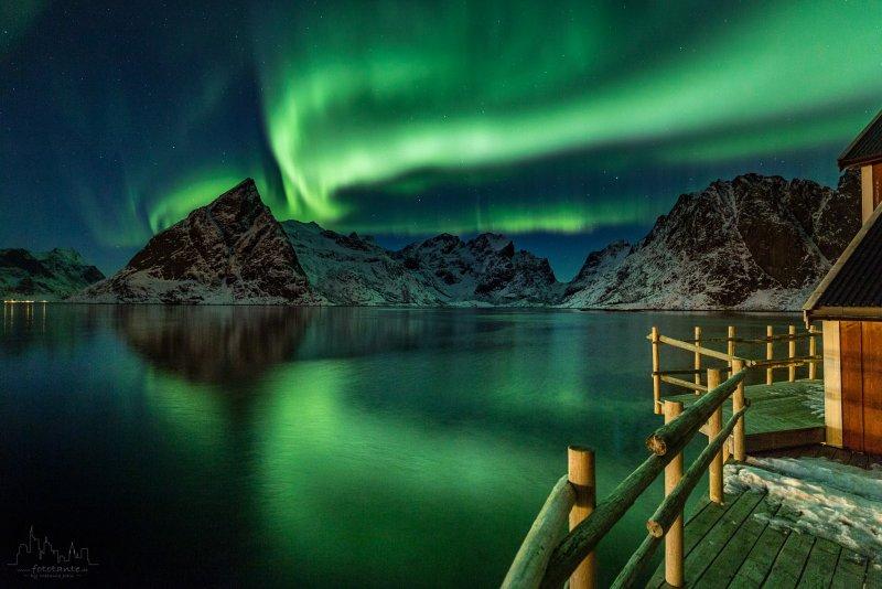 Spiegelung-Polarlicht-Lofoten-Berge.jpg